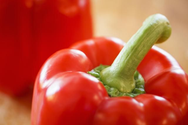 Red Bell Pepper carb and nutrition information, including carb and fiber counts, calories, nutrients, and low-carb recipes with red Bell Peppers.