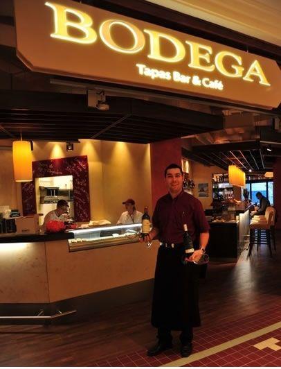 """Die """"Bodega"""" im Designer Outlet Salzburg verführt zum Eintauchen in die Esskultur Spaniens. Neben dem großen Tapas-Angebot an warmen und kalten Köstlichkeiten und feinen Weinen serviert man auch leichte Snacks zwischendurch und wochentags den beliebten Business Lunch. Die dazu passende Musik im Latino-Style kommt natürlich von PROMOtainment. #esskultur #spanien #salzburg #promotainment #hintergrundmusik"""