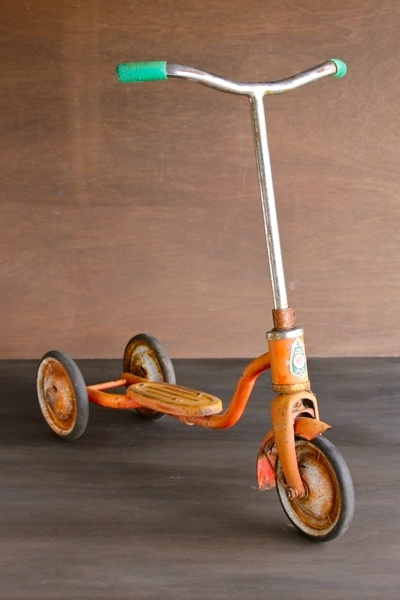 childs scooter.  I so use to love my scooter,  mine was similar but green..   Kath