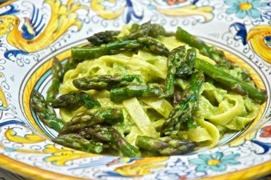 Tagliatelle agli asparagi (pasta with asparagus sauce)