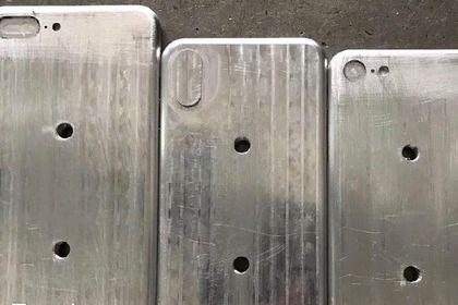 Опубликованы фотографии всех новых iPhone       В сети были опубликованы новые фотографии макетов новых iPhone. На снимках изображены iPhone 7s, 7sPlusи8. Отмечается, что фотография была сделана на заводе по производству корпусов для iPhone в Китае. Вероятнее всего, макеты на снимках используются для отработки производства роботизированными станками.