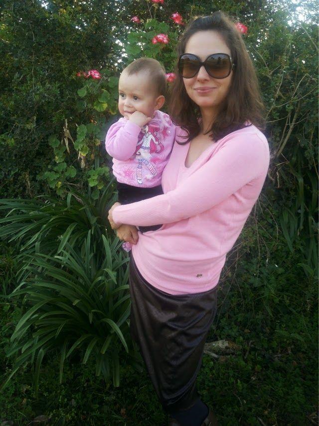 FEMINA - Modéstia e elegância (por Aline Rocha Taddei Brodbeck): Meu look: saia lápis marrom + suéter rosa + bota de montaria