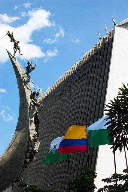 Monumento a la Raza, Centro Administrativo La Alpujarra, Rodrigo Arenas Betancourt