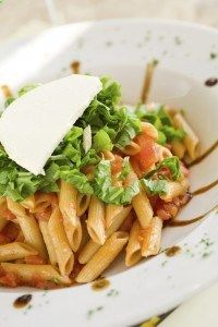 Penne BLT with Blue Cheese Buttermilk Dressing - at under 200 calories, it may seem too good to be true, but we swear its real! A PastaFits original recipe.