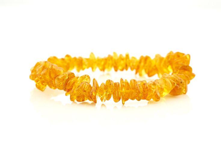 Obľúbený jantárový náramok medovej farby