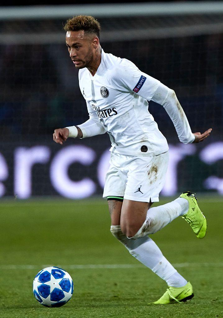 Neymar Jr Of Paris Saint Germain Runs With The Ball During The Group Neymar Neymar Jr Neymar Football