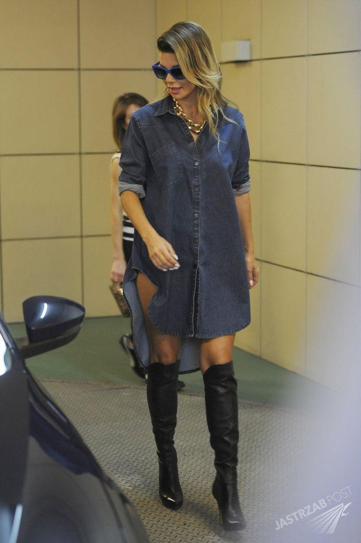 Edyta Górniak w samej (!) dżinsowej koszuli i kozakach w Dzień Dobry TVN [GALERIA] - Stylizacja Edyty Górniak w jeansie