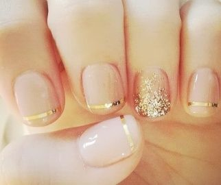{ gold and glitter nails }