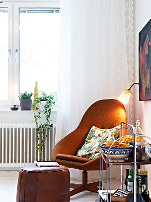 great nook: Lace Curtains, Houses Stuff, Bay Windows, Interiors Design, Retro Chairs, Cozy Reading Corners, Reading Nooks, Pretty, Bays Window