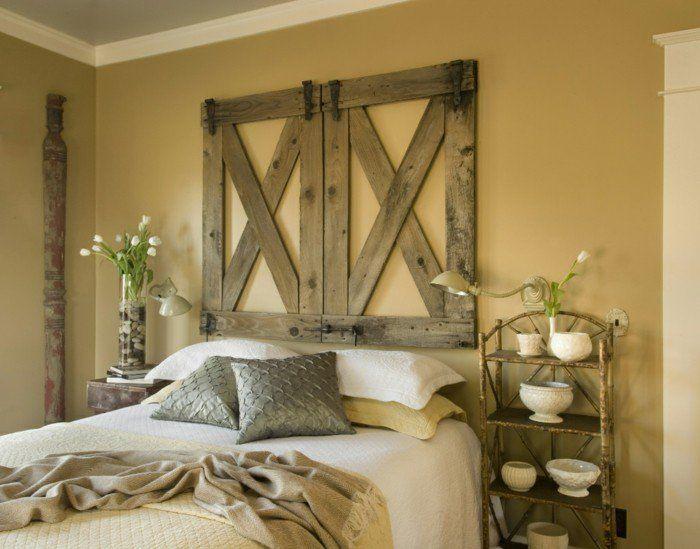 wohnideen schlafzimmer rustikale wanddeko tulpen hellgelbe wand