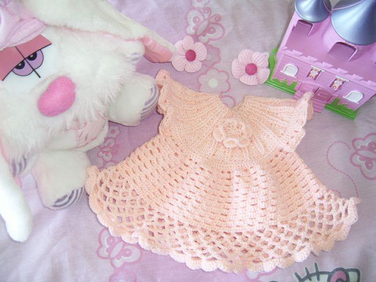 Vestidito niñita. Pechera tejida a palillos - Faldón tejido a crochet. Lana fina bebé.