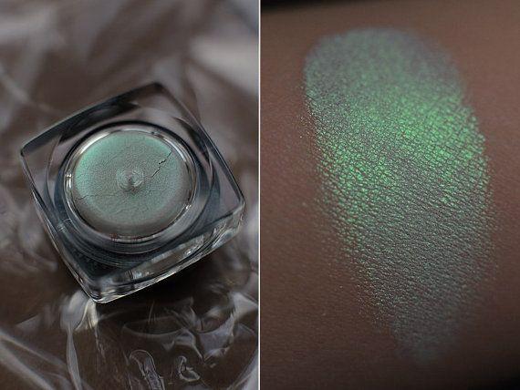 Mint Green Duochrome Eyeshadow. Jewel Dust - Chrysolite Dust by Sigilinspired