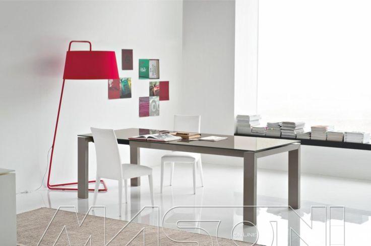 SIGMA Tavolo allungabile o fisso Sigma di Calligaris. Struttura in legno e piano in legno o vetro temperato. Disponibile in diverse dimensioni. http://www.masonionline.it/interno/tavoli-scrivanie-consolle/sigma