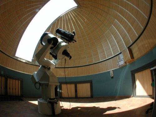 Strumenti principali:    Riflettore Ritchey-Chrétien di 400 mm di diametro, focale 3200 mm  Riflettore di 200 mm di diametro  CCD Sbig ST4 e CCA SETI 400E  CCD_IMG - programma per la elaborazione di immagini digitali  Fotometro fotoelettrico  Strumenti per astrofotografia.  Foto di David Cohn (New York Hall of Science)