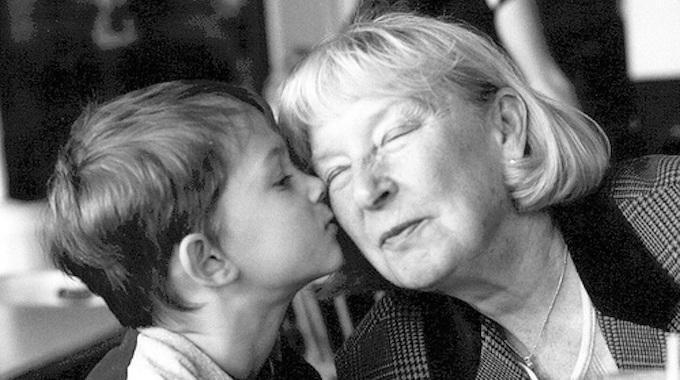 Ma grand-mère a disparu il y a quelques années, à l'âge de 92 ans.Avant de mourir, elle m'a donné une boîte en carton remplie d'objets divers qu'ell