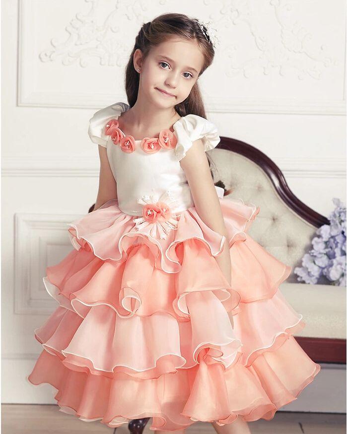 um vestido lindo, confortável, e fofo, para ocasiões especiais. se eu fosse menina eu queria um para mim <3