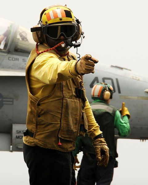 File:US Navy 080811-N-9898L-260 n aviation boatswain's mate (Handling) directs traffic on the flight deck of the aircraft carrier USS Abraham Lincoln (CVN 72).jpg - Wikimedia Commons