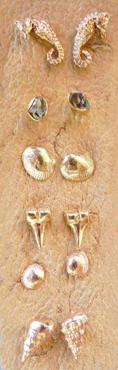 Dezro by Sara Beltran. Beachy chic, I am coveting those seahorse earrings!Ocean Earrings, Inspiration Earrings, Seahorses Earrings, Stud Earrings, Beachy Earrings, Beachy Chic, Beach Earrings, Beach Inspired, Beach Inspiration