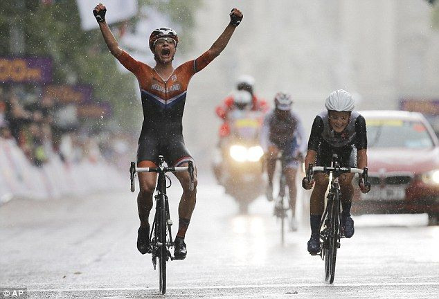 Marianne Vos takes gold at the 2012 London Olympics with Brit Lizzie Armitstead a close second.