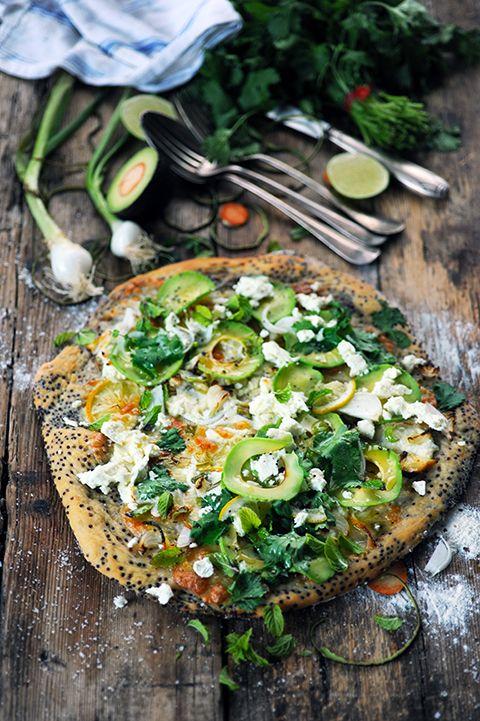 Dorian cuisine.com Mais pourquoi est-ce que je vous raconte ça... : Pizza quinoa d'été aux trois fromages tout blanc et à plein de choses... Parce que je m'amuse toujours autant à faire d'étranges pizzas...