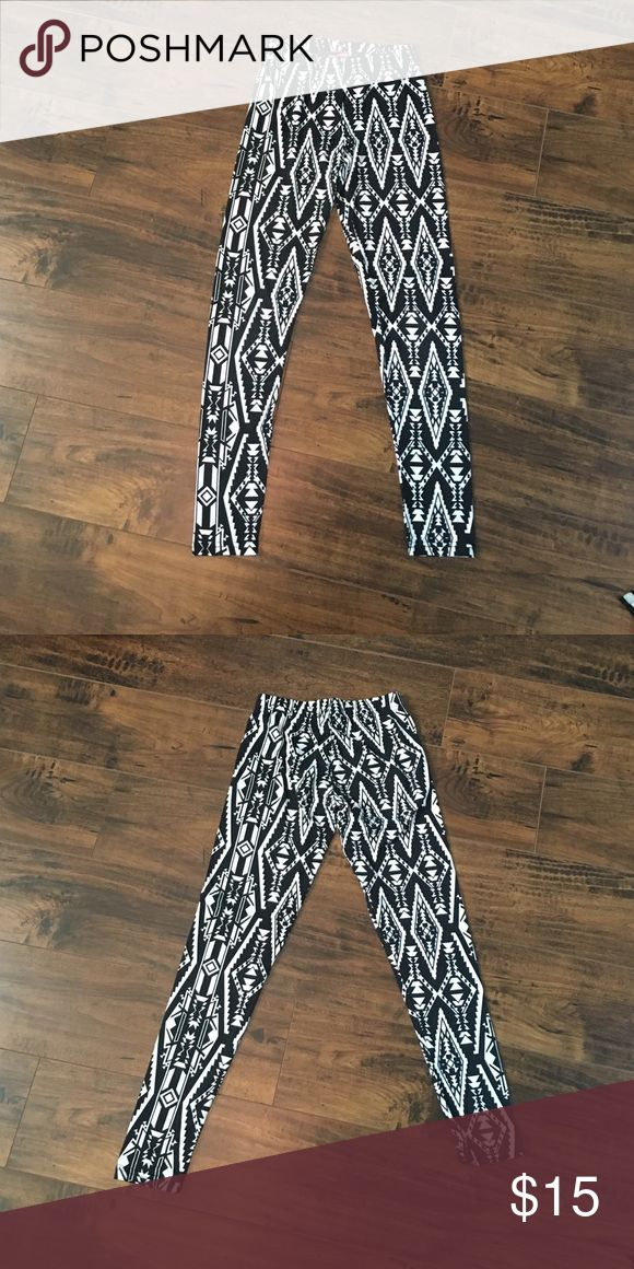 ‼️ BLACK AND WHITE LEGGINGS ‼️👌👌👌👌 95% polyester and 5% spandex! Softest leggings I have ever owned!! Ankle length!! NEW Say What? Pants Leggings