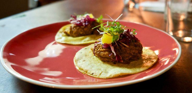 Estes tacos de leitão são feitos à moda de Yucatán.