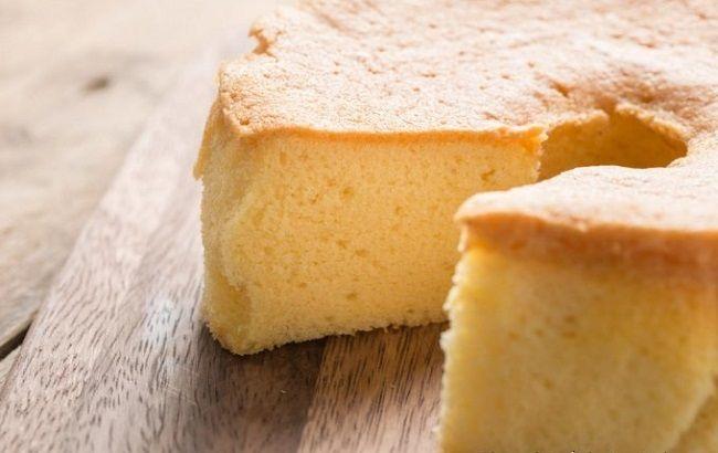 Sei a dieta ma non vuoi rinunciare a una fetta di torta? Ecco la ricetta perfetta! La famosa torta all'acqua, soffice e leggera, senza uova, burro e latte. Ottima per chi vuole concedersi qualcosa di dolce senza peccare e semplice da preparare. Per preparare questa buonissima torta ci occorrono: - 250 ml di acqua -…