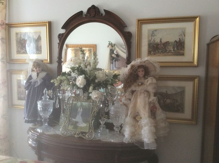 ART and DOLLS... a beautiful vignette
