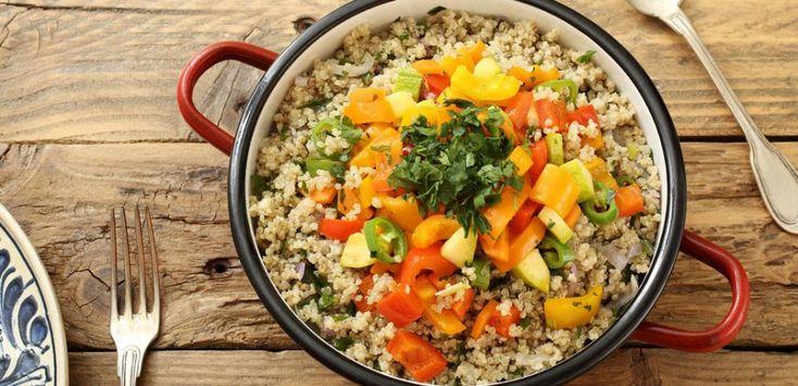 La quinoa è un alimento davvero molto nutriente con qui potrete creare piatti ricchi e gustosi: con queste 8 ricette facili riuscirete a portare in tavola il sapore della quinoa.