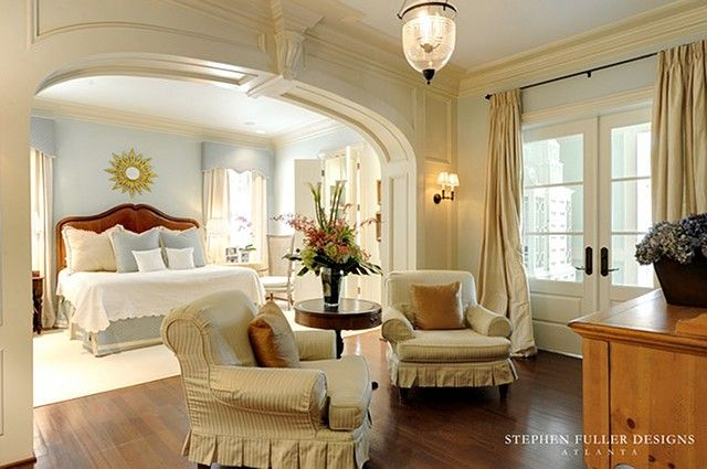georgian style lake house sitting room interior design | This is probably one of my favorite sitting area. I love the arched ...