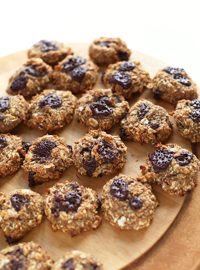 5 Ingredient Vegan Oatmeal Cookies! via MINIMALISTBAKER.COM