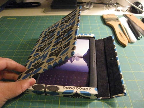 Make your own Kindle Cover with magnetic closure
