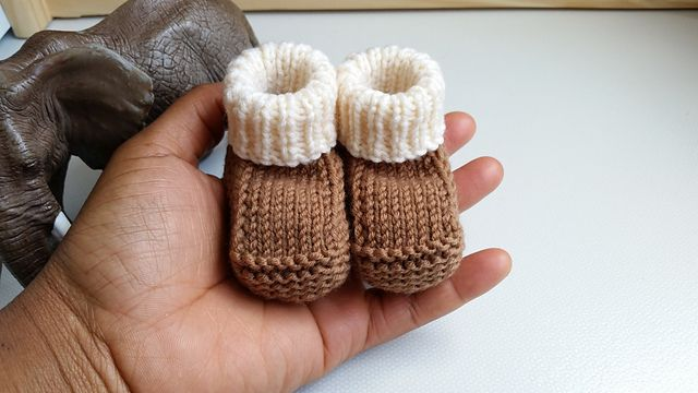 Free #Knitting Pattern | Prisca's Baby Booties - - - This is a perfect quick…