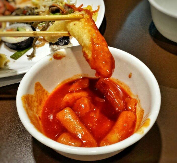 Que tal Ojingoh twikim, lula frita mergulhado no molho Topoki picante? Restaurante Jong Ga, Rua Prates 615  3315-9727