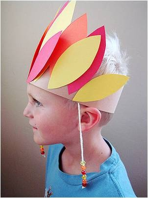 """Chief Headdress Thanksgiving craft."" Nope, wrong. A more accurate Thanksgiving craft would be to dress your kids in pilgrim clothes then leave them in the woods for about 2 weeks."