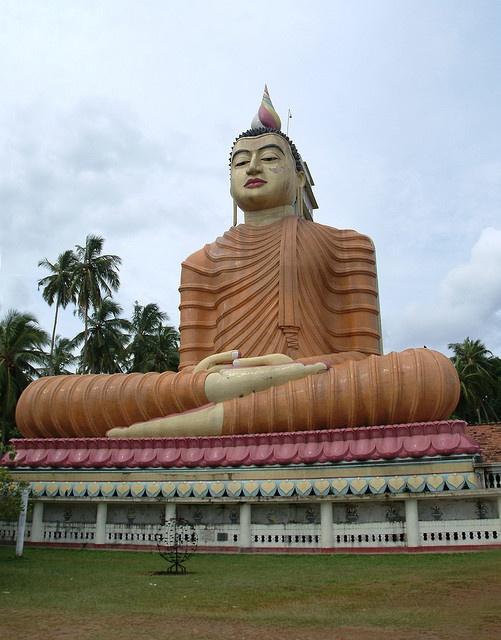 Buddah Statue, Dickwella, Sri Lanka (www.secretlanka.com)