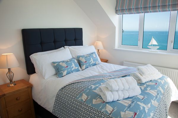 Ocean Cove is above the beach in Carbis Bay.  A lovely coastal themed penthouse apartment in Cornwall. #selfcatering