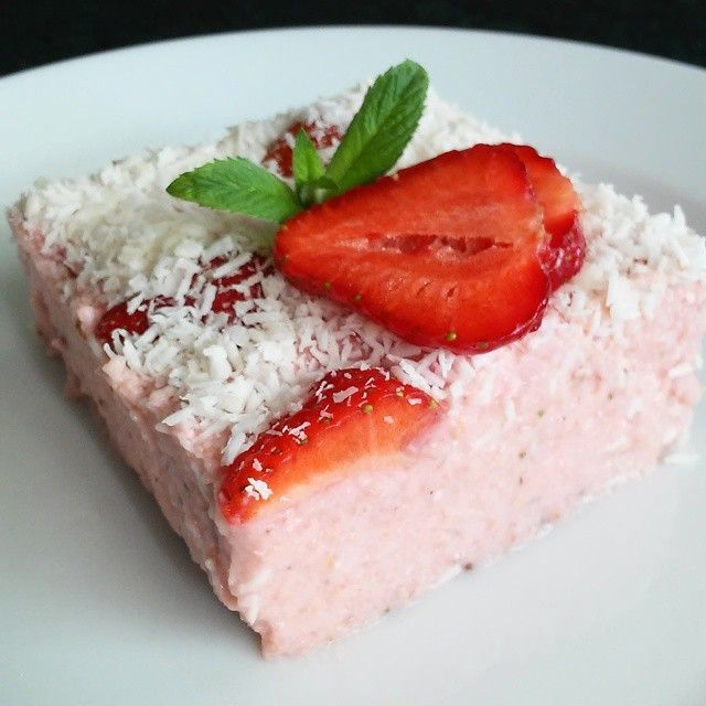 Truskawkowo- kokosowy sernik z kaszy jaglanej bez pieczenia  #fit #cheesecake #dessert #nutella #healthyideas #healthyfood #healthyeating #cleanfood #cleaneating #instafit #instafood #instagood #fitstagram #fitspiration #iifym #fitness #fitfood #foodporn #l4l #f4f #kierunekfitness #gymfreak  #absaremadeinthekitchen #fitnessmotivation #siłownia #training #workout #fitspo #gymrat #gymaddict