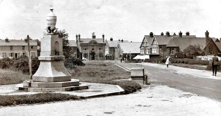 An H Camburn photo of the drinking fountain at the junction of Coach Road and Rusthall Road c1915.