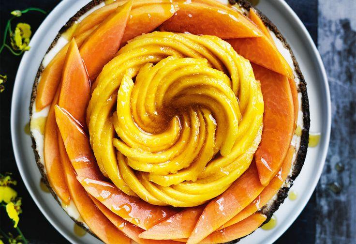 ½ reife Mango schälen und in einer Küchenmaschine pürieren. 2 EL Limettensaft auspressen.330 g