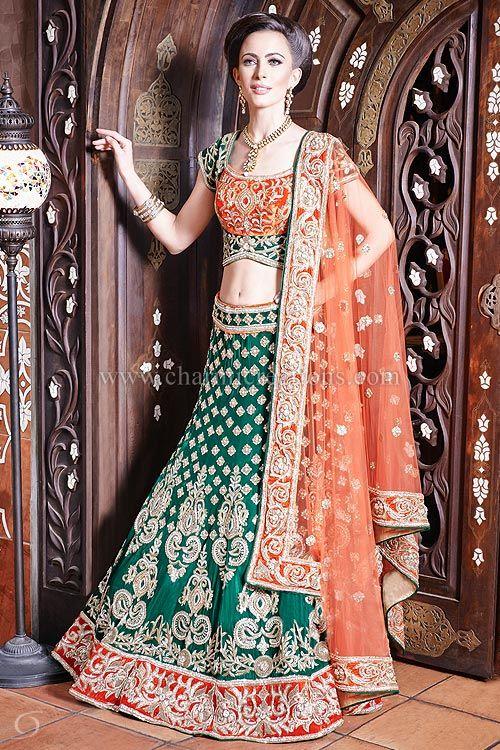 Recepción Trajes - traje de boda de Asia verde esmeralda con una blusa de terciopelo naranja contraste con un dupatta neta naranja suave