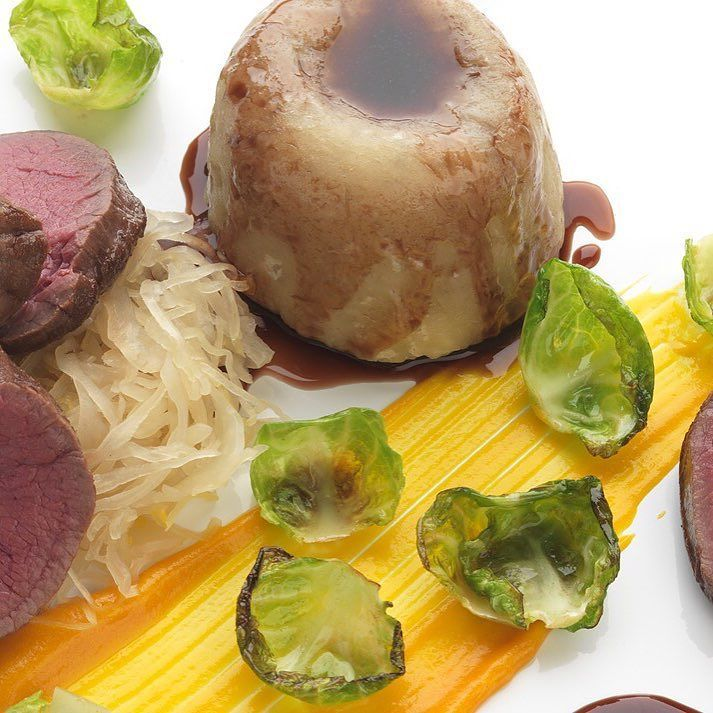 Slow-cooked venison saddle with suet pudding and carrot purée by Daniel Clifford http://ift.tt/2qsZcti