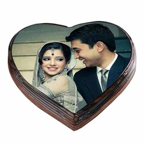 Choose something special for your partner and make their moment beautiful with special cakes on your anniversary. There are various anniversary gift ideas available on internet some are Traditional gifts and some are Modern gift.