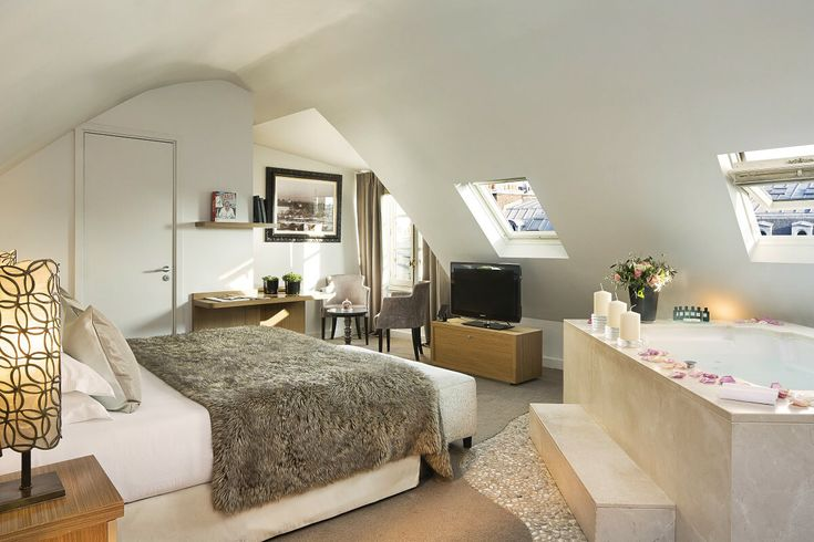 Chambre avec jacuzzi privé à l'Hôtel Lumen Paris Louvre