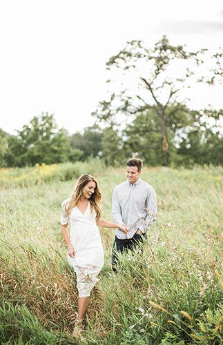 Light & Airy Engagement Photos – Engagement Shoot Inspiration