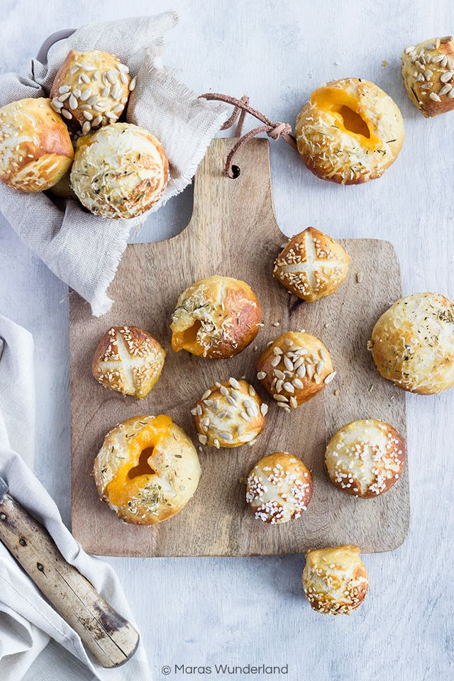 Pretzel Bites filled with Cheddar Cheese • from Maras Wunderland
