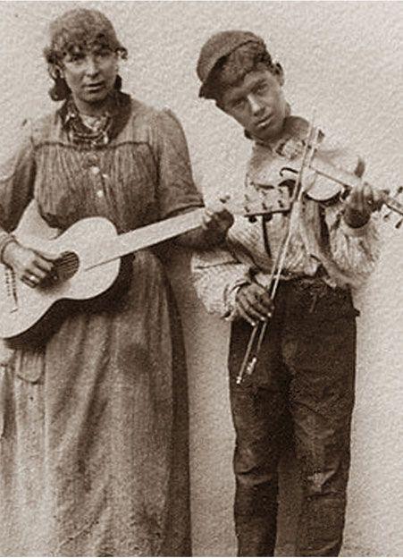 German Gypsies. The first hald of the 20th century. A photo by Wilhelm Paret (* 1864 in Möckmühl; † 1938 in Derendingen)