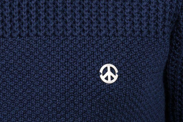 MAGLIA LOVE MOSCHINO  Splendida maglia in lana, scollo tondo, logo in metallo sul cuore. Composizione: 60% lana 60% acrilico  http://www.vienvioutlet.it/index.php/uomo/maglieria/maglia-la-martina.html#sthash.25iFsRwB.dpuf