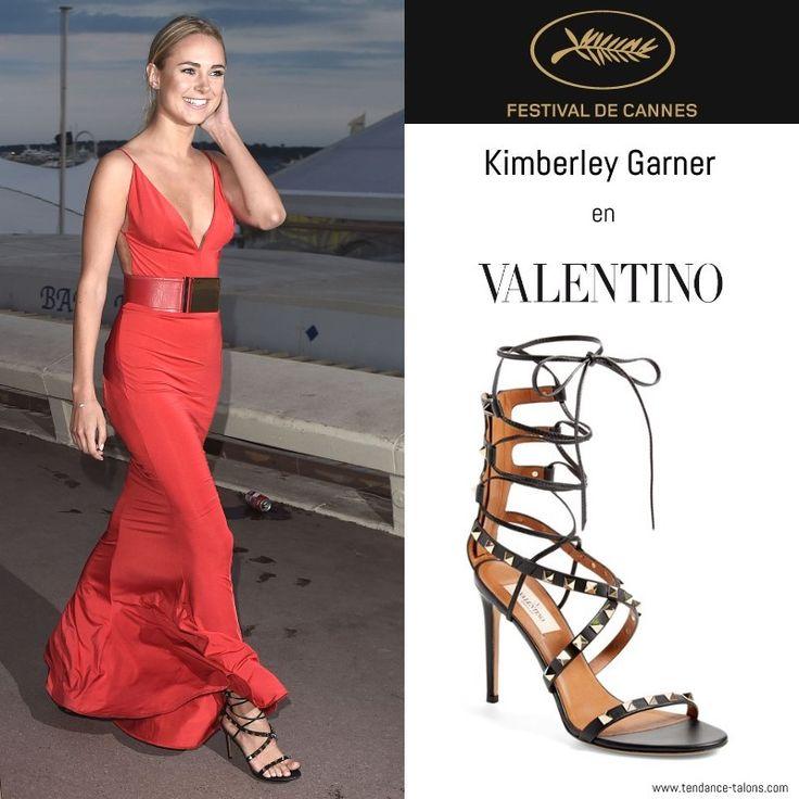 "18 mai - Kimberley Garner en sandales ""Rockstud"" signées Valentino http://tendance-talons.com/2016/05/plus-belles-chaussures-festival-de-cannes-2016.html"