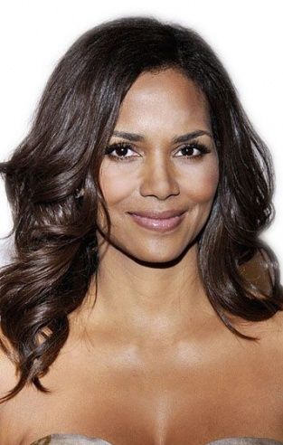 Who says being 40 is old; how Halle Berry flowed her medium length wavy hair is a testament on how mature women can look sexy.